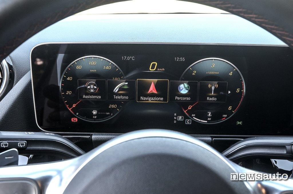 strumentazione cruscotto digitale Mercedes B180d 2020