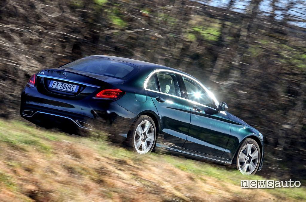 vista laterale Mercedes C200 hybrid portiera posteriore, anteriore, paraurti e cofano posteriore, doppio scarico