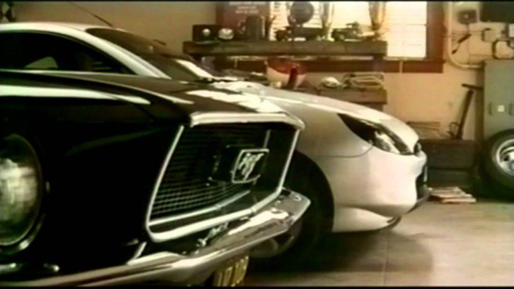 Ford Puma con la Mustang Bullit protagonista nello spot con Steve McQueen.
