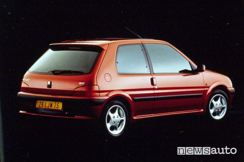 Vista posteriore, cerchi in lega Peugeot 106 GTI 16V del 1996