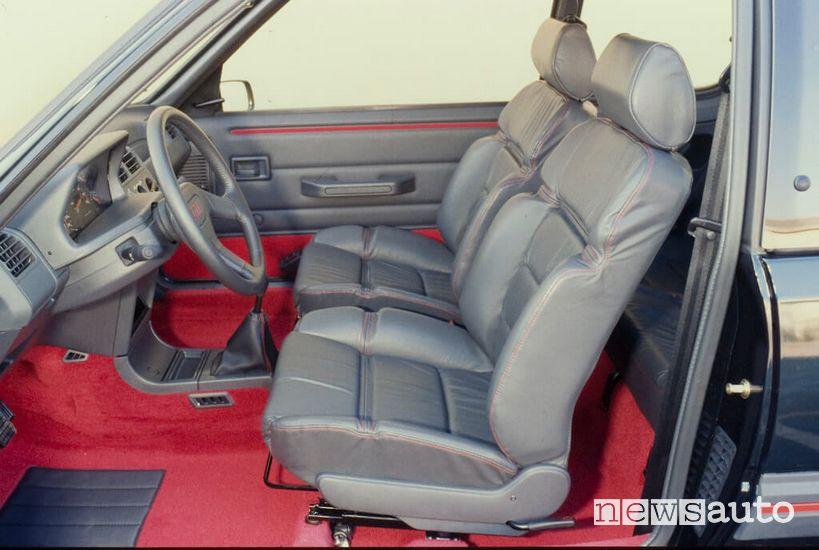 Sedili anteriori in pelle abitacolo Peugeot 205 GTI Plus