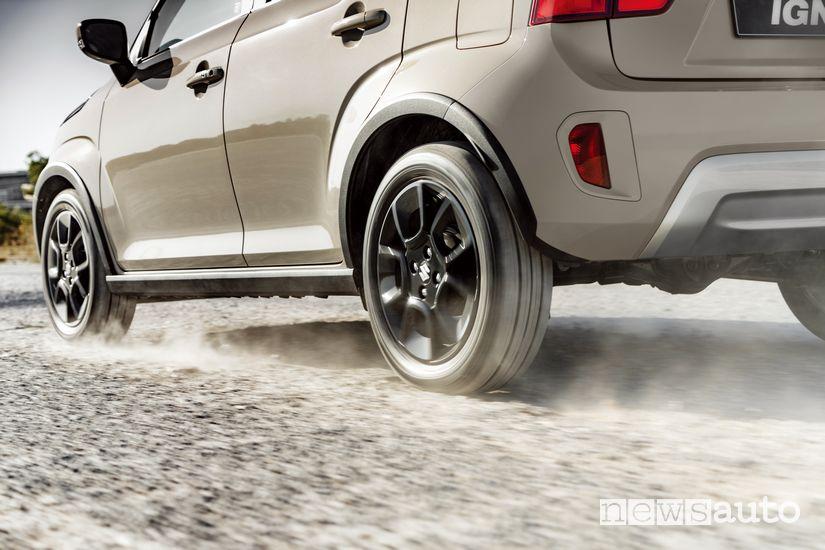 Suzuki Ignis Hybrid 2020 sullo sterrato