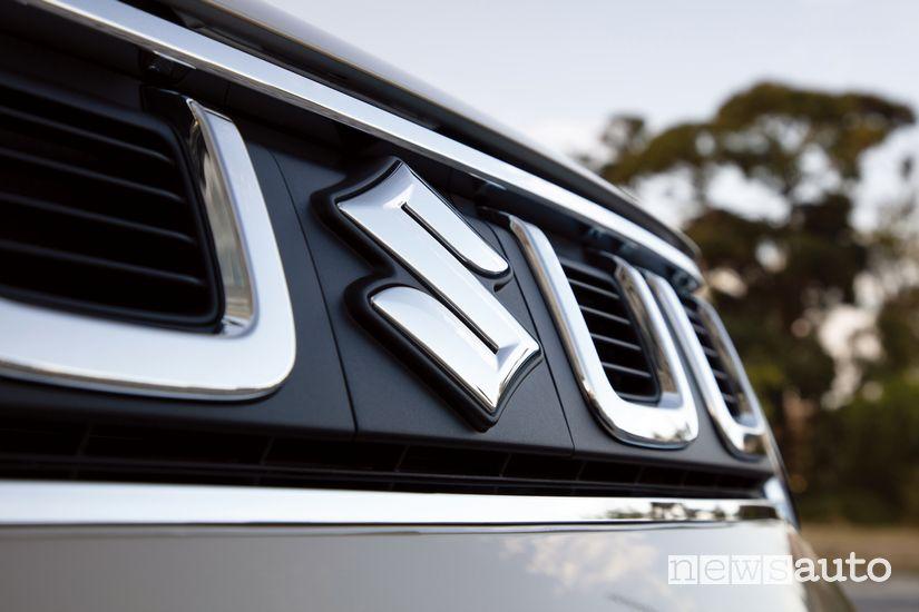 Stemma Suzuki sulla calandra anteriore della Suzuki Ignis Hybrid 2020
