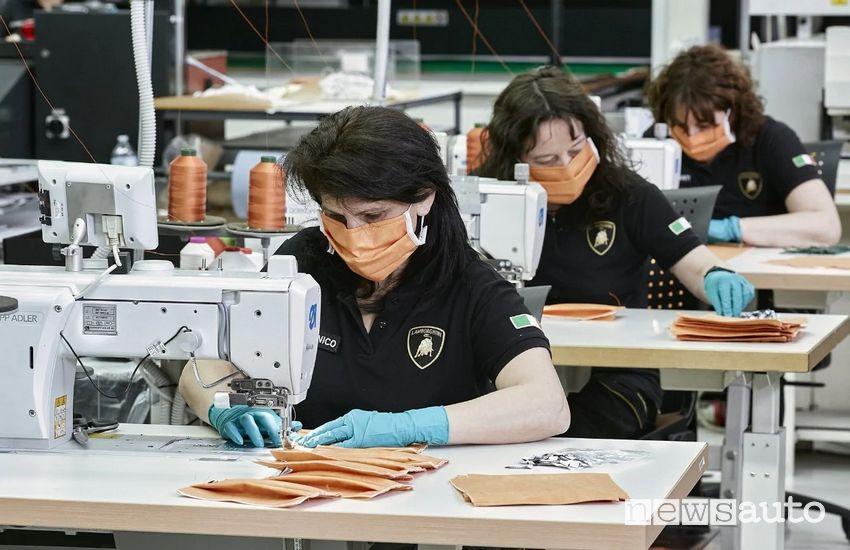 produzione di mascherina per l'Ospedale Sant'Orsola di Bologna