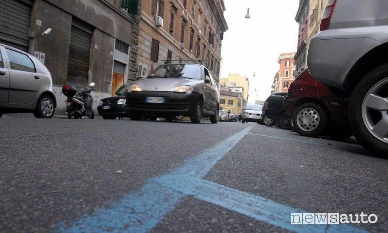 Coronavirus a Roma, parcheggi strisce blu gratis