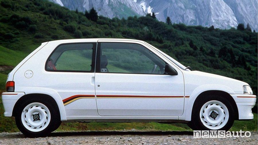 Peugeot 106 Rallye con i cerchi in acciaio verniciati di bianco