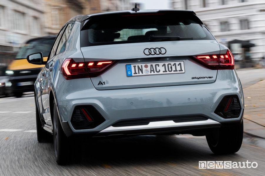 Vista posteriore Audi A1 citycarver allestimento Identity contrast
