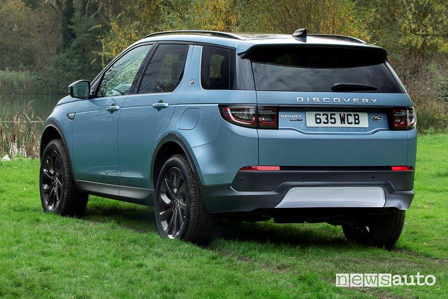 Vista posteriore Land Rover Discovery Sport ibrida plug-in