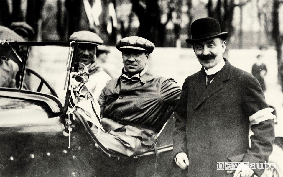 Storia Alfa Romeo a destra, Nicola Romeo con Presenti e Brilli Peri alla partenza della 1° Mille Miglia - 1927