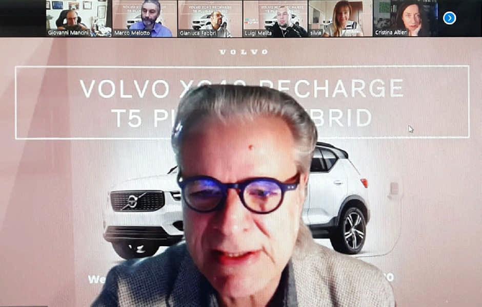 """Roberto Lonardi era l'host meeting che ha creato il meeting su Zoom,  l'utente master, con tutti gli strumenti per gestire il """"pubblico"""" ovvero i giornalisti partecipanti. Durante una videoconferenza stampa su Zoom"""