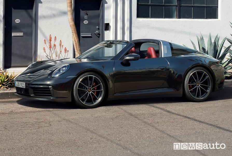 Cerchi in lega e pinze dei freni rosse Porsche 911 Targa 4S