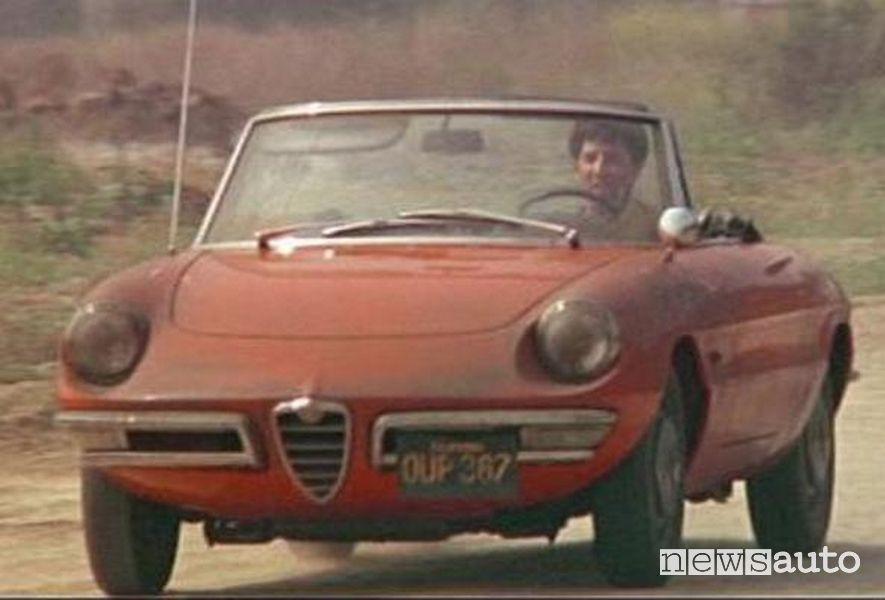 """Dustin Hoffman al volante di un'Alfa Romeo Spider Duetto nel film Il laureato"""""""