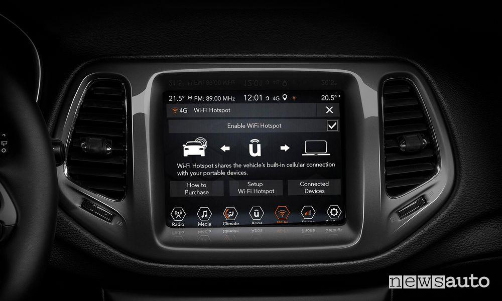 "Touch screen infotainment da 8,4"" abitacolo Jeep Compass"