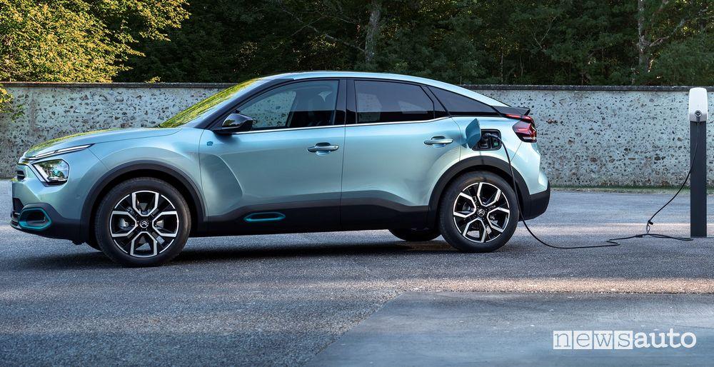 Ricarica da colonnina nuova Citroën ë-C4 elettrica