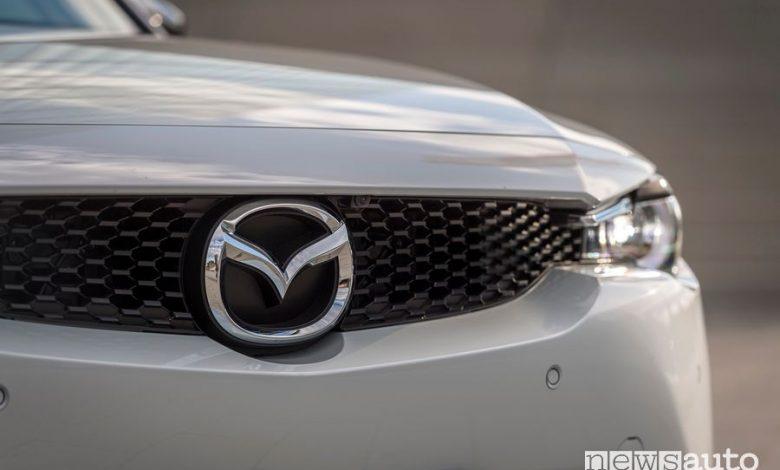 Mascherina anteriore logo Mazda MX-30 elettrica