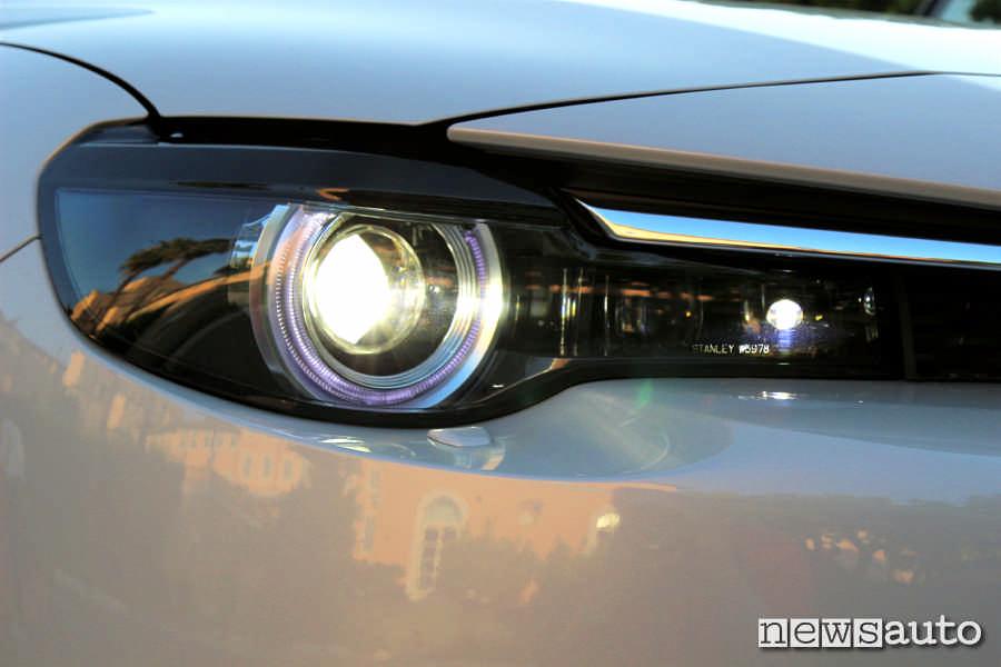 Fari a led nuova generazione sulla Mazda MX-30