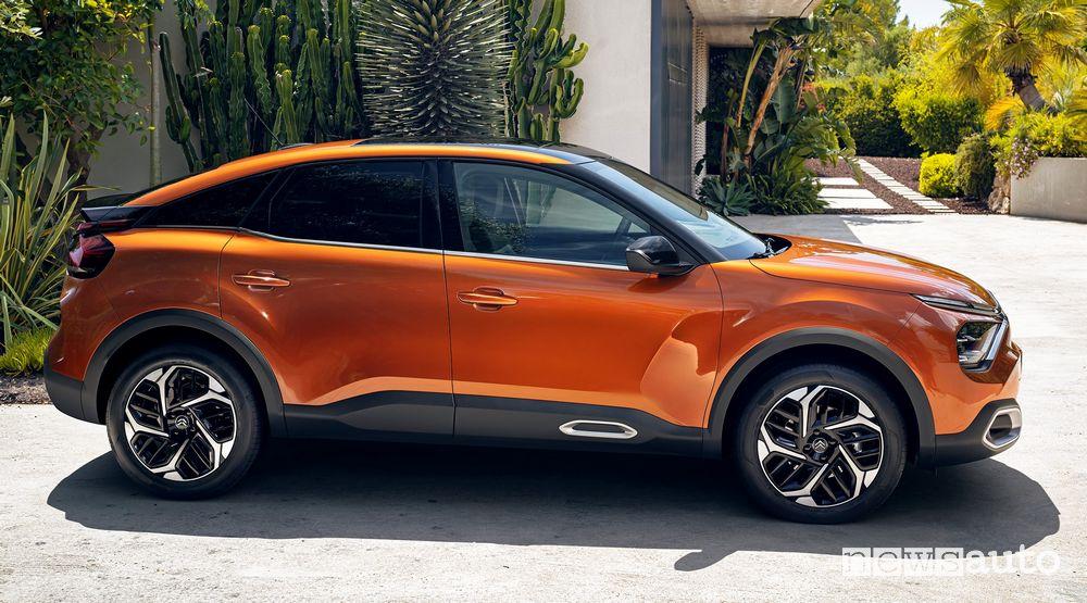 Vista laterale nuova Citroën C4