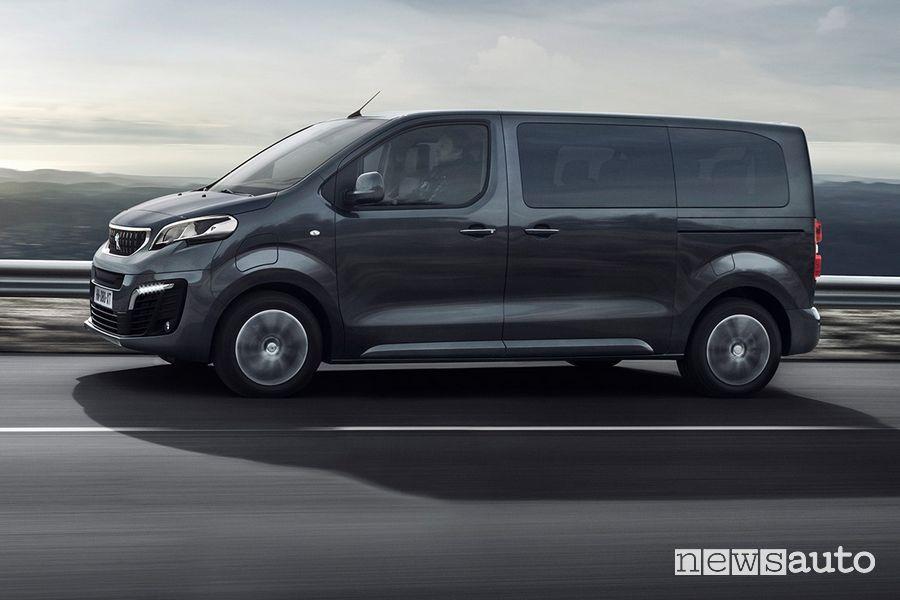 Vista laterale Peugeot e-Traveller elettrico