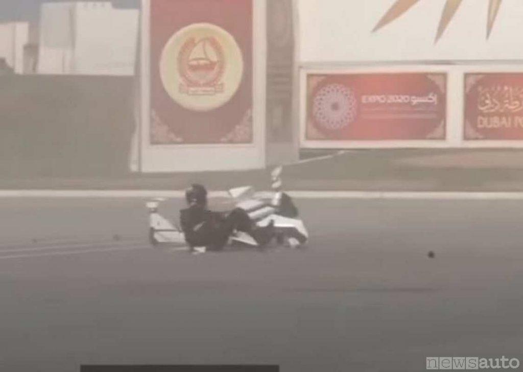 Drone moto scooter schiantato al suolo e pilota miracolosamente illeso (Polizia Dubai)