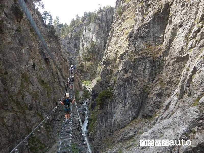 ponte tibetano più lungo al mondo