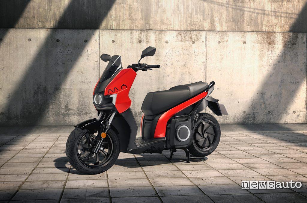SEAT MÓ eScooter 125 con 125 km di autonomia e batteria da 5,6 kWh