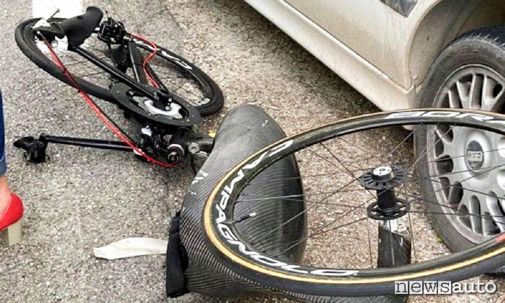 La bicicletta di Alex Zanardi coinvolta nell'incidente e distrutta