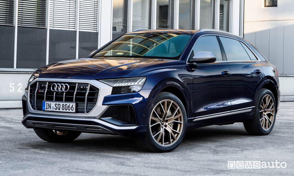 Vista di profilo Audi SQ8 TFSI