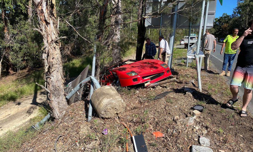 Ferrari F40 distrutta dopo l'incidente contro l'albero