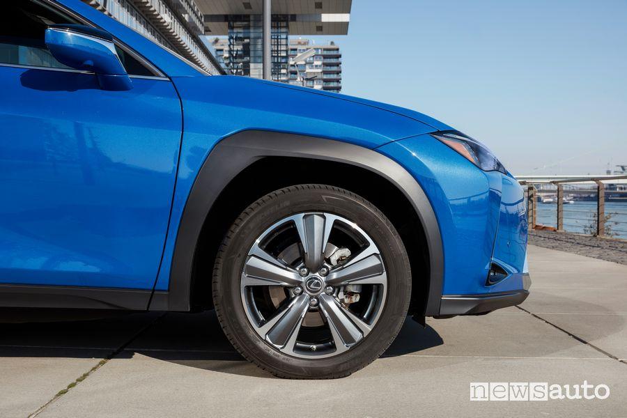 Cerchi in lega Lexus UX 300e elettrica