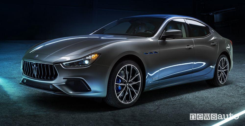 Vista di profilo Maserati Ghibli Hybrid ibrida MHEV