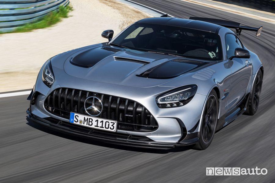 Vista anteriore Mercedes-AMG GT Black Series in uscita di curva