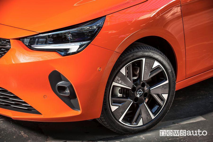 Faro anteriore Opel Corsa-e elettrica Orange