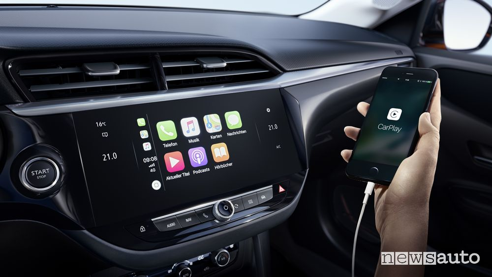 Apple CarPlay infotainment Opel Corsa-e elettrica