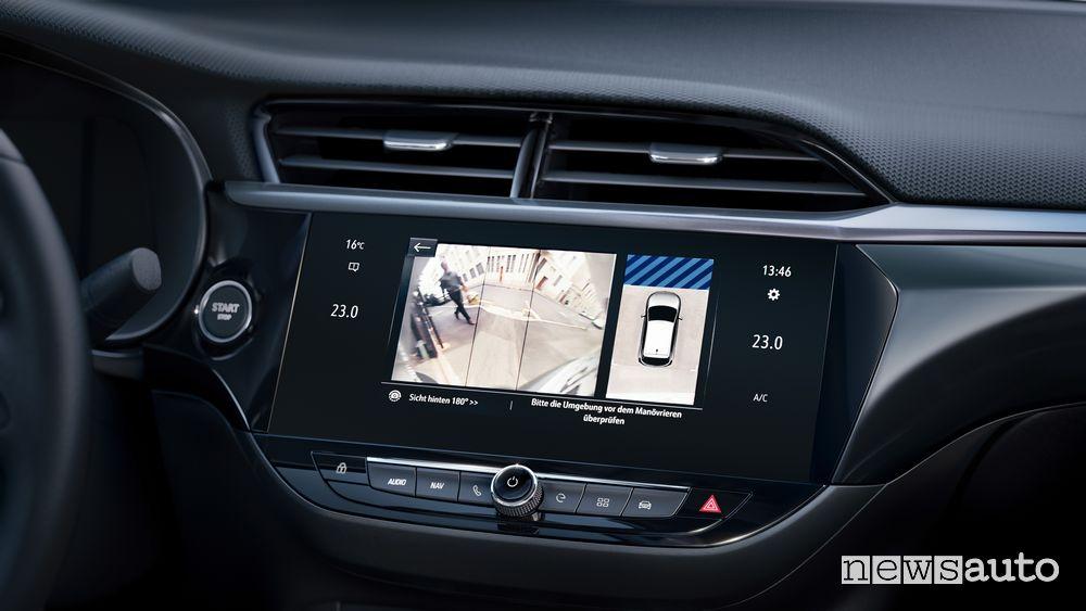Immagini telecamera posteriore Opel Corsa-e elettrica