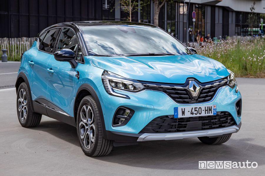 Vista di profilo Renault Captur E-Tech ibrido plug-in