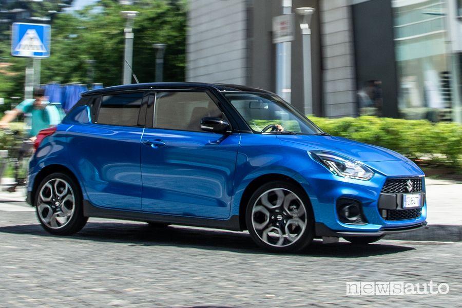 Vista laterale Suzuki Swift Sport Hybrid