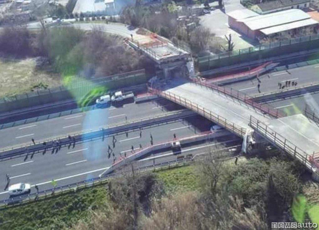 Crollo ponte sull'Autostrada A14 il 9 marzo 2017, rimane schiacciata una Nissan Qashqai e perdono la vita due coniugi
