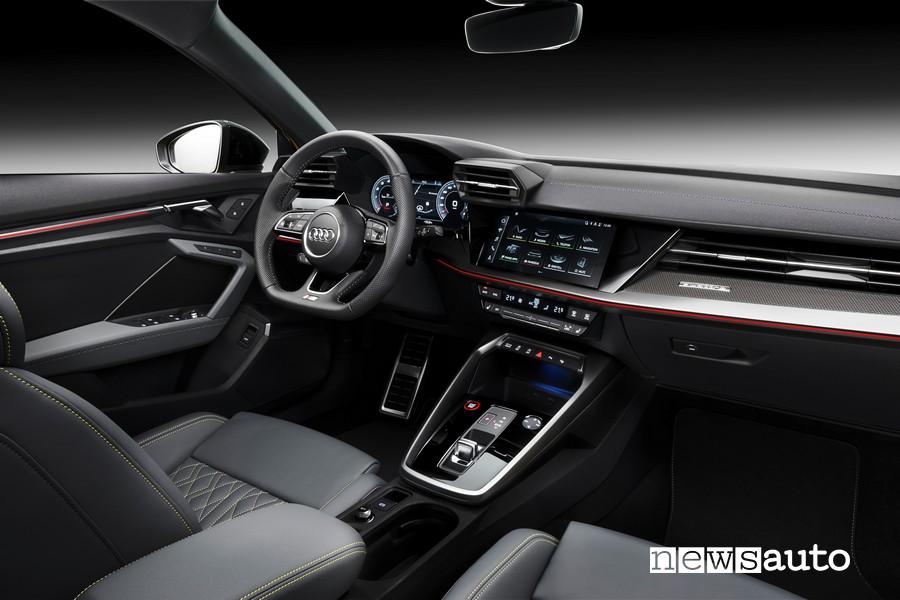 Interni nuova Audi S3, abitacolo con volante e consolle cambio