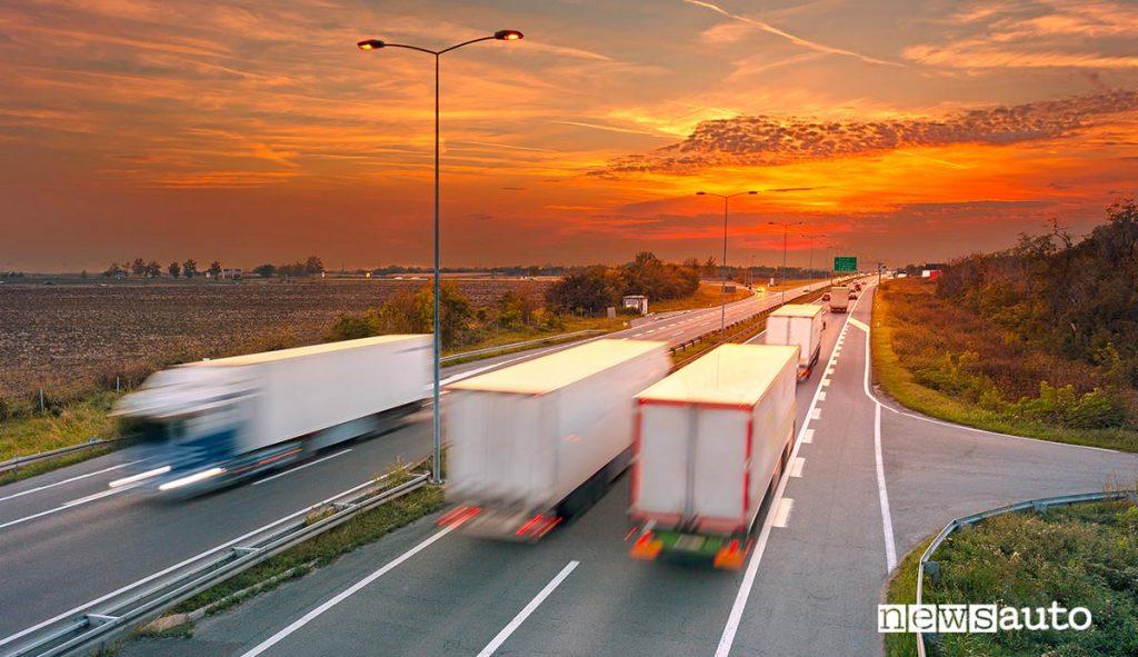 autostrada in Slovenia con camion