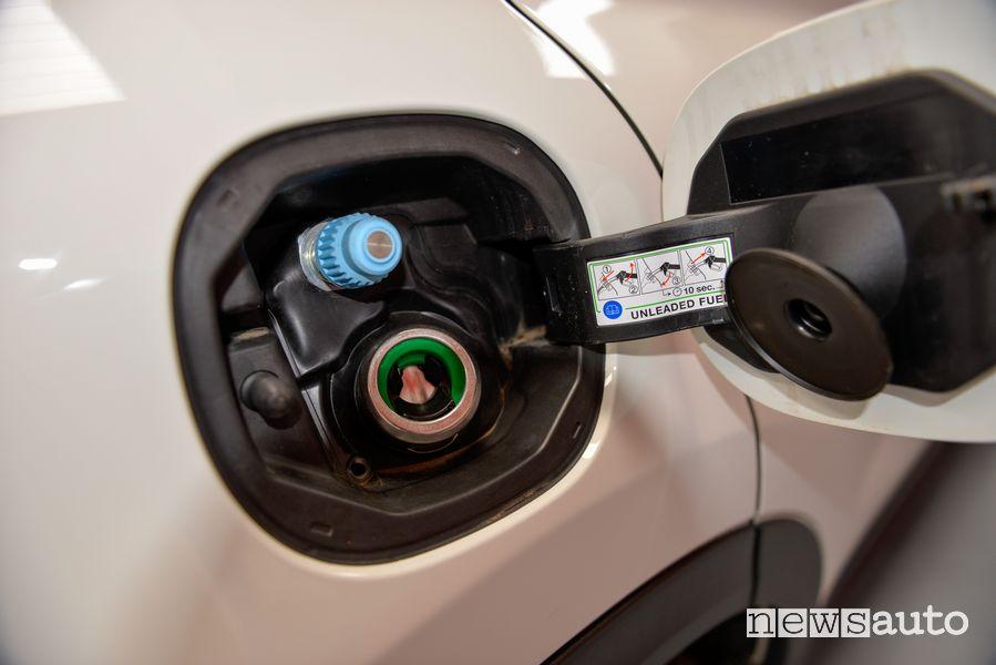 Presa di carico per il rifornimento di metano Fiat 500X benzina trasformata in metano