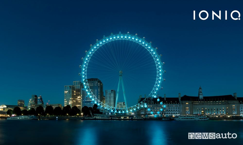 London Eye illuminato con la Q di Hyundai Ioniq
