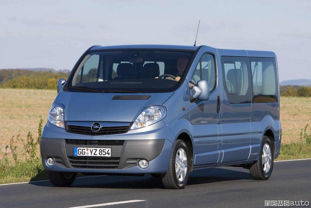 """L'Opel Vivaro seconda serie, con tetto rialzato """"jumbo roof"""""""