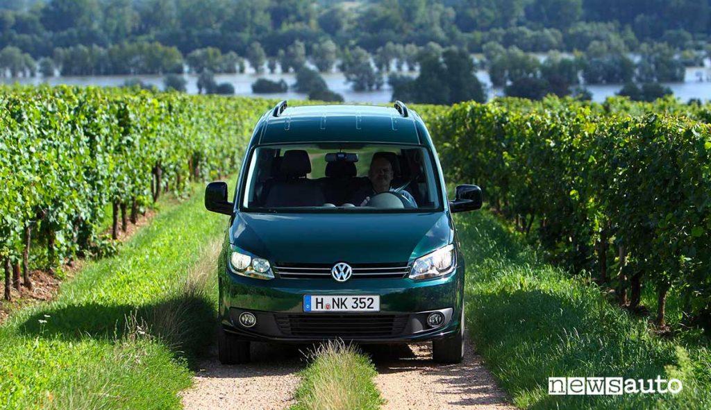Volkswagen Caddy in vigna. Autocarro N1 per uso proprio