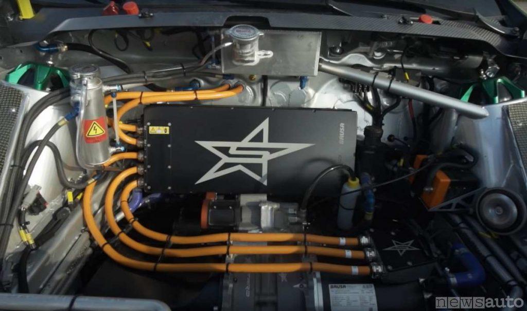 Motore e cablaggi della Ford Fiesta elettrica da rallycross di Ken Block