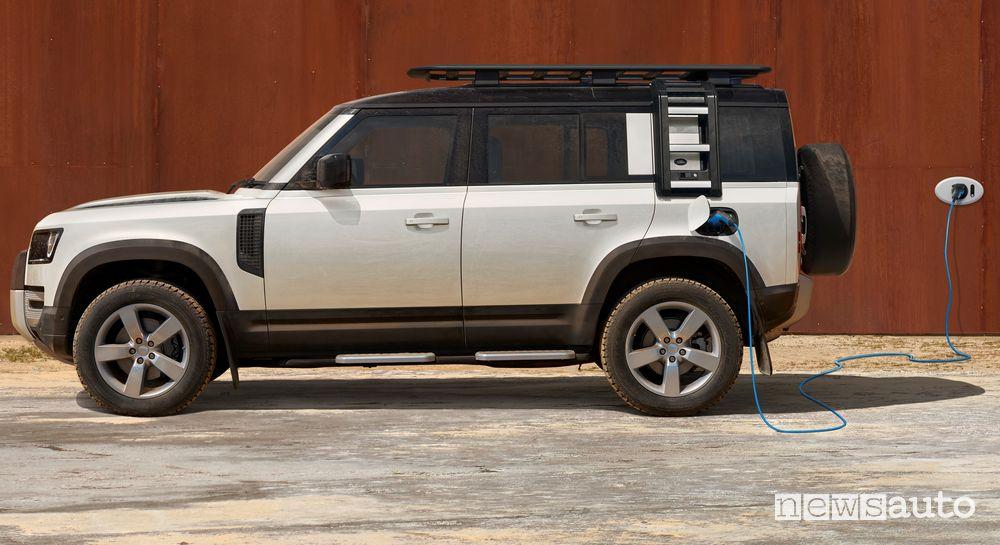 Operazione di ricarica Land Rover Defender 110 PHEV