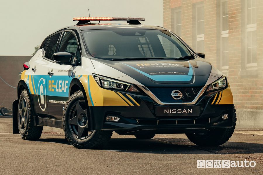 Vista di profilo Nissan RE-LEAF