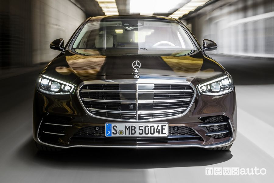 Vista anteriore Mercede-Benz Classe S nera