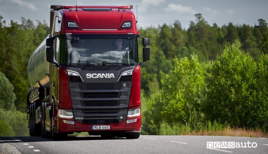 Camion Scania Cisterna 770 S