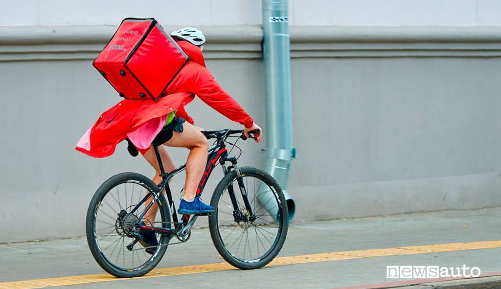 Rider Food delivery in bici