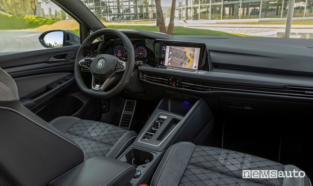 Navigatore abitacolo Volkswagen Golf 1.5 eTSI MHEV